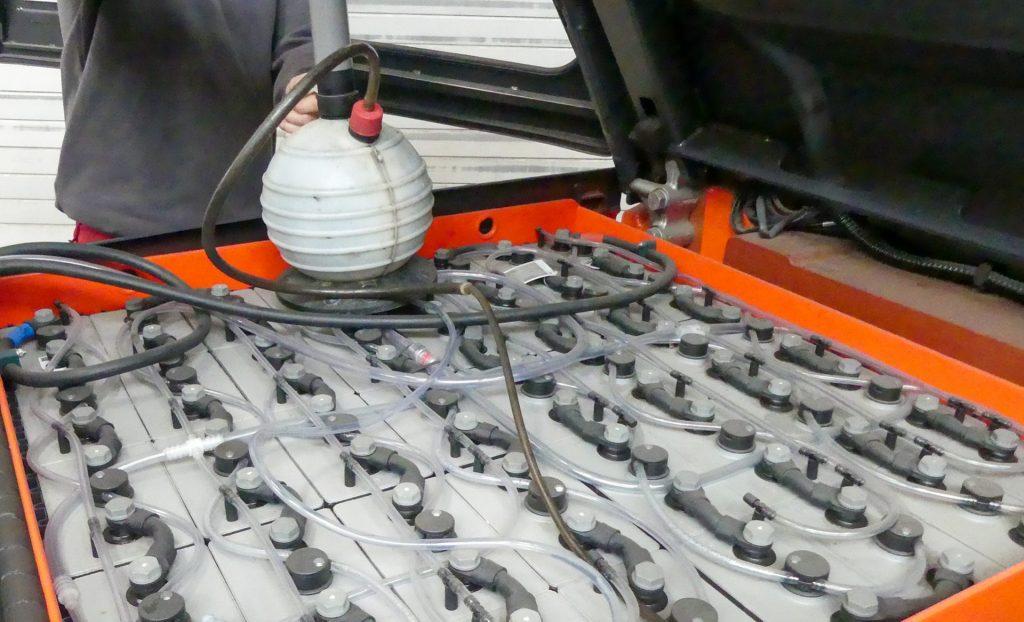 Batterieservice_Batterie-Reinigung